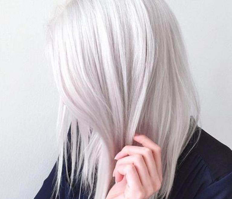 Zó gebruik je zilver shampoo
